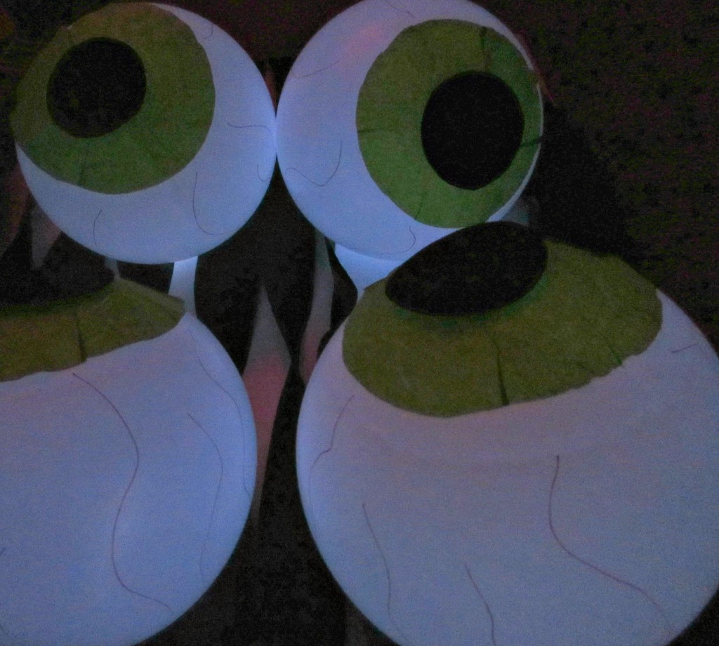 Glowing eye balloons for Halloween decorations