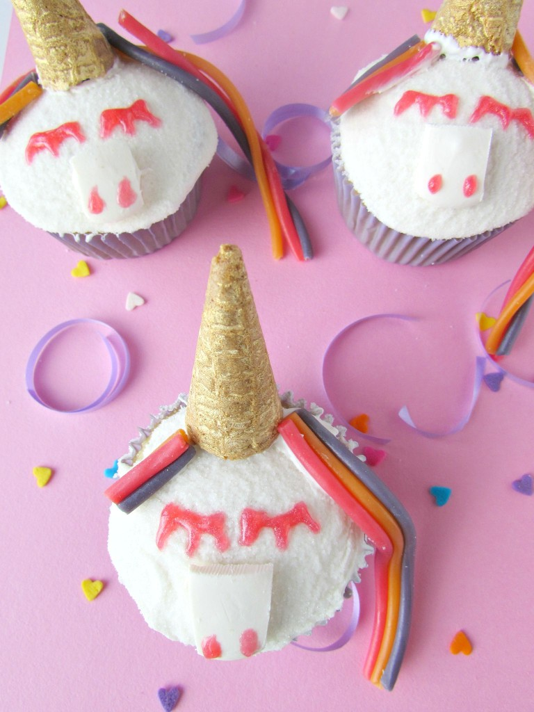 Unicorn cupcakes for a unicorn birthday party