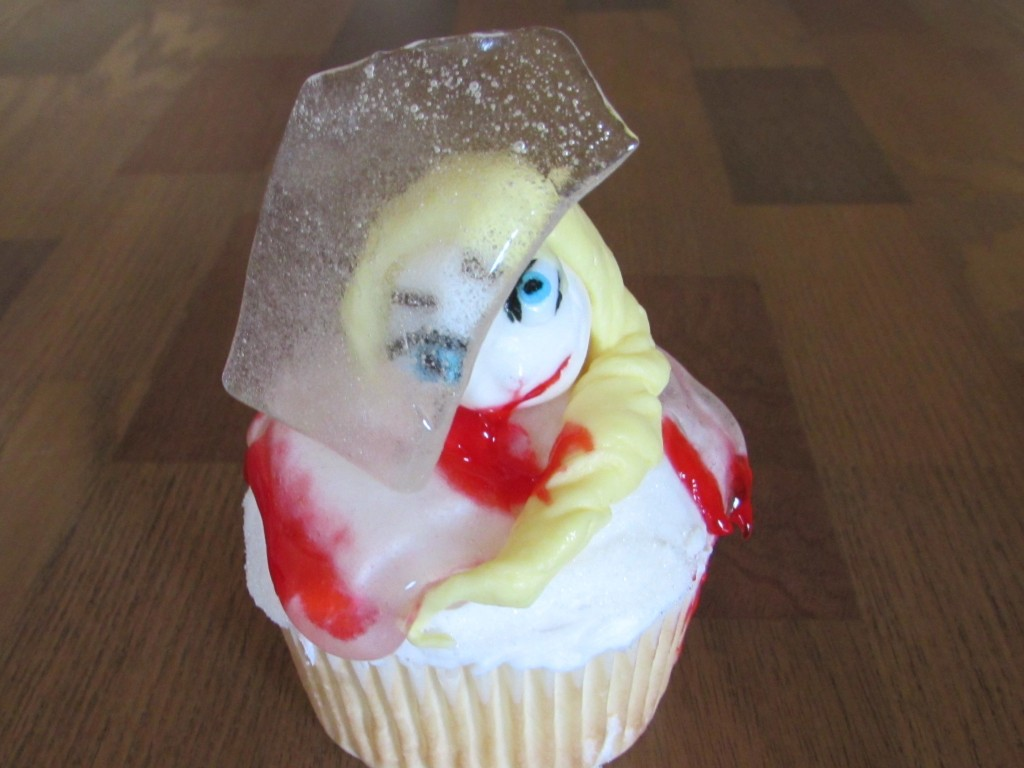 creepy elsa frozen cupcake