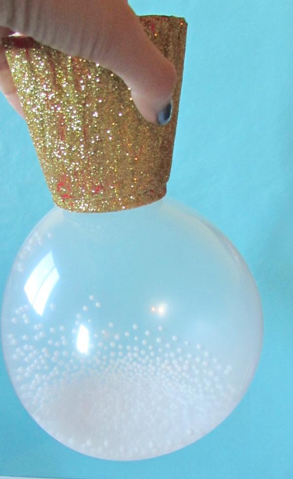 Shake snow globe balloons