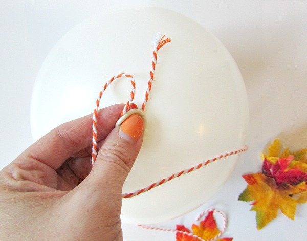 Tie twine on balloon