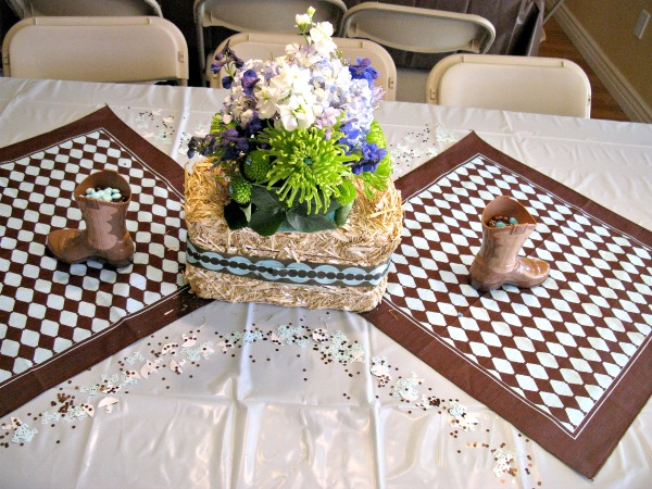 Hay and flowers centerpieces