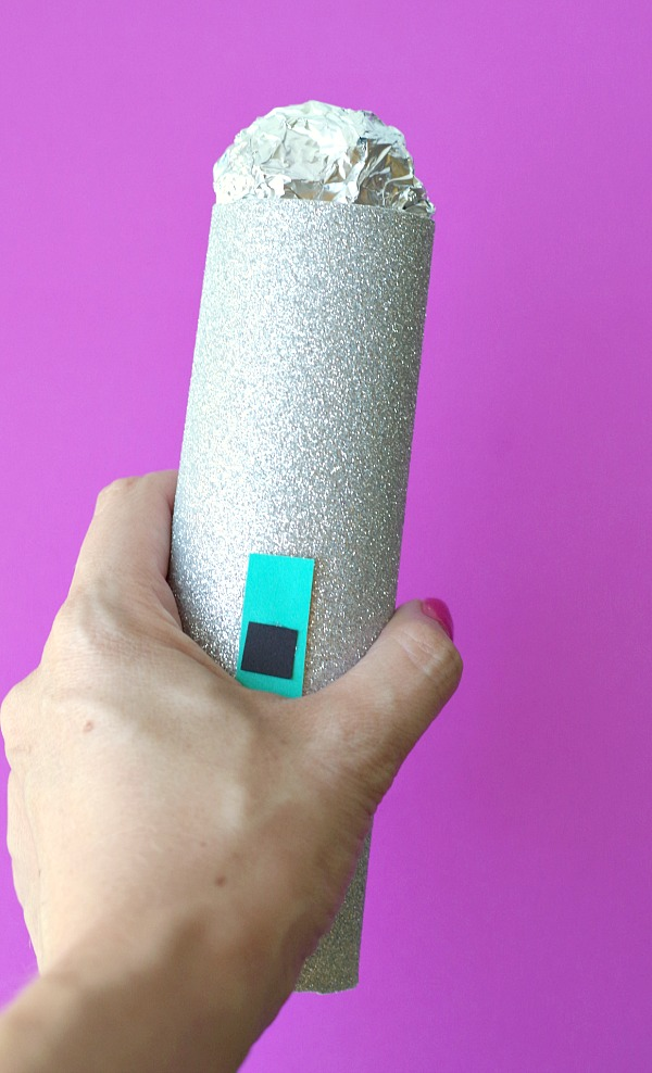 make a sparkly microphone craft