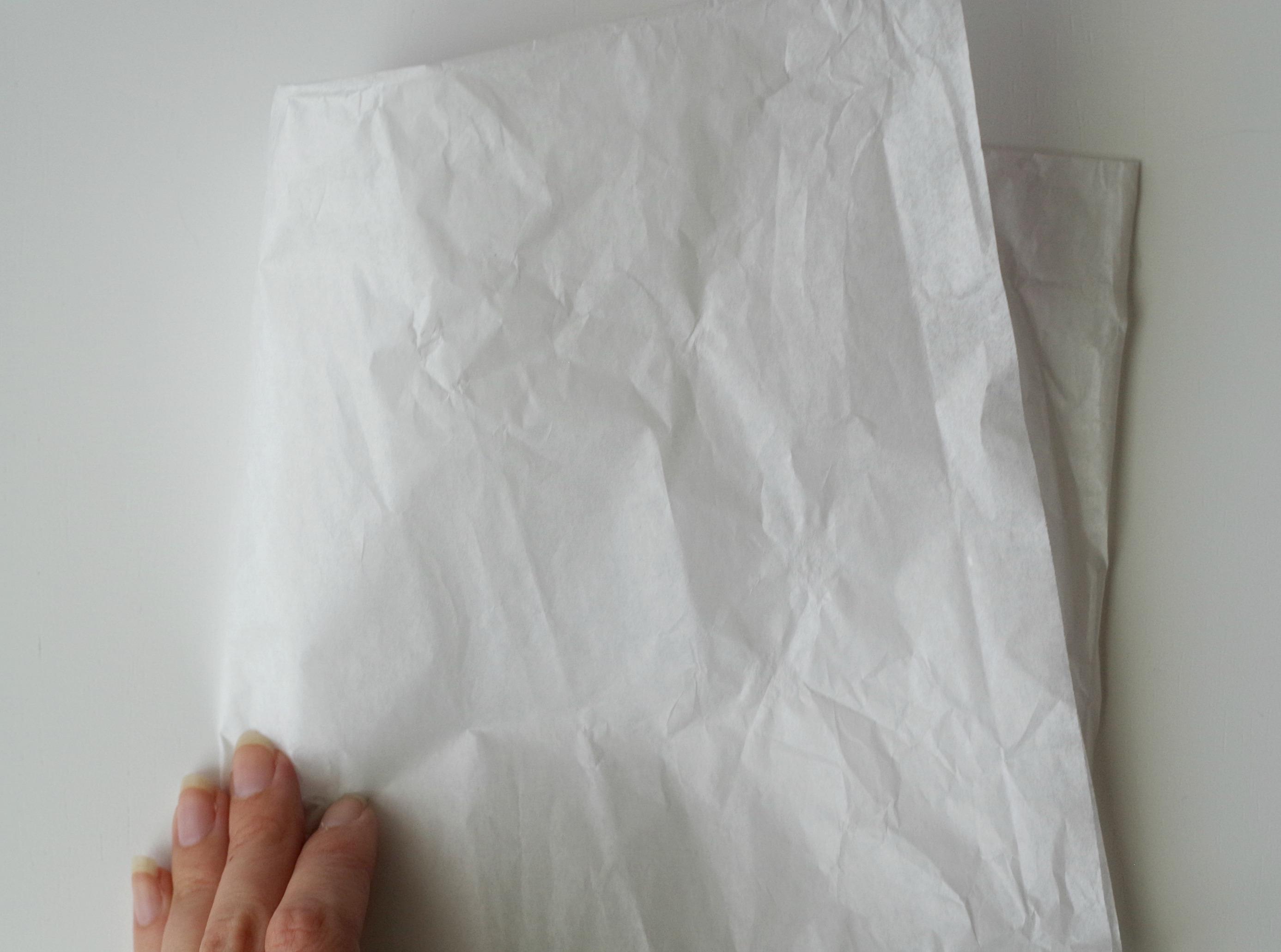 fold white tissue in 1/4 piece