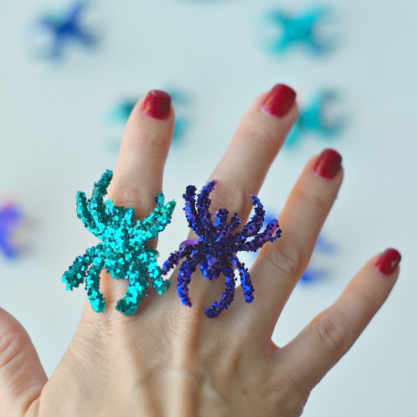 Shiny glitter spider rings