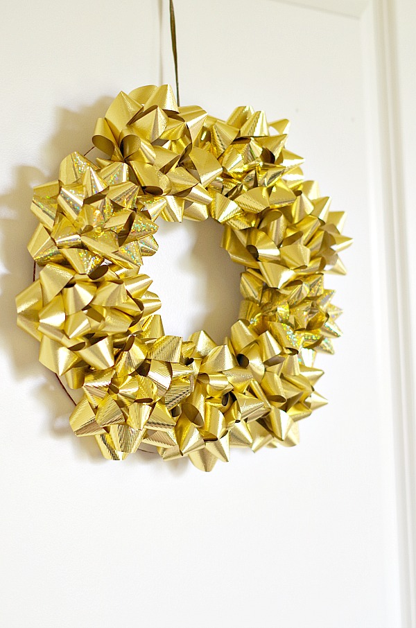 Bow wreath with gold bows