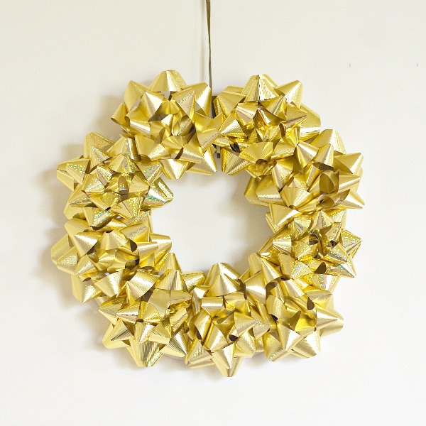 Simple wreath made with bows