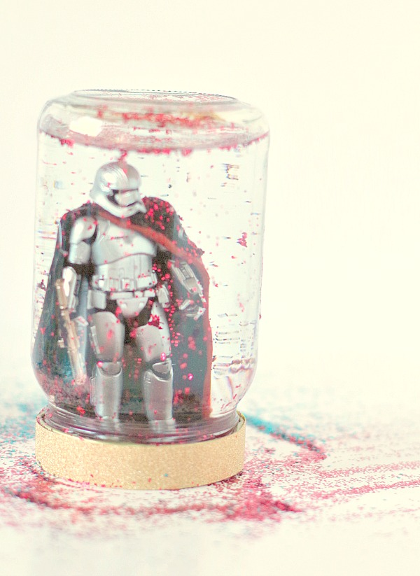 DIY glitter toy snow globe