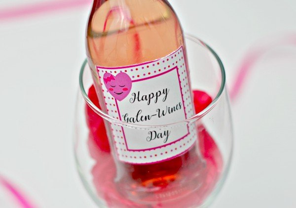 Heart Galentines Wine